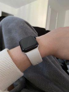 apple watch szilikon szíj fehér színben